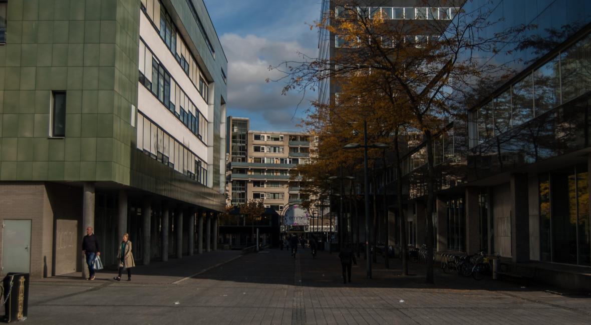 Links stadskantoor 3, rechts stadskantoor 1